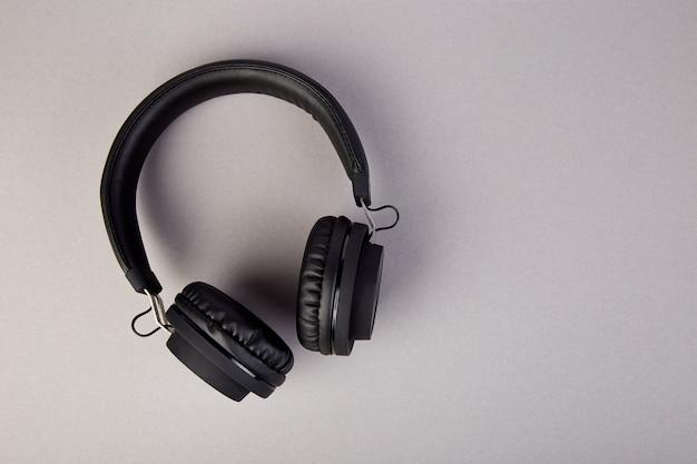 Casque noir, flatl lay Photo Premium