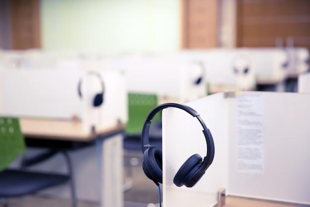 Casque pour centre d'appels et service de téléassistance. Photo Premium