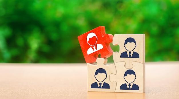 Casse-têtes en bois avec l'image des travailleurs Photo Premium