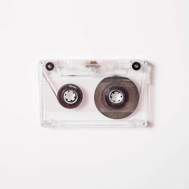 Cassette transparente sur fond blanc Photo gratuit