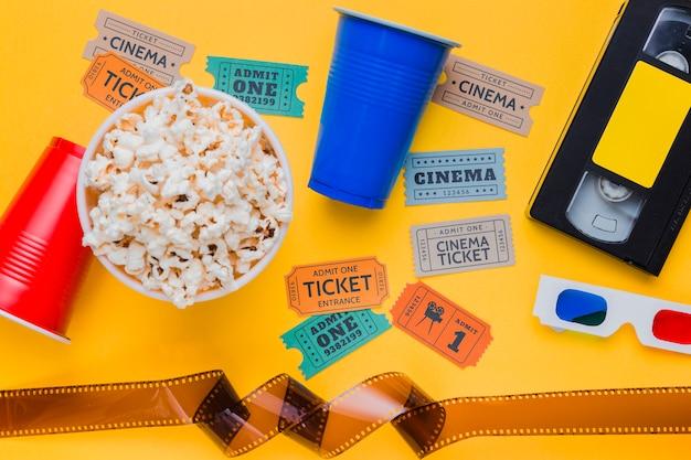 Cassette Vidéo Avec Des Billets De Celluloïd Et De Cinéma Photo gratuit