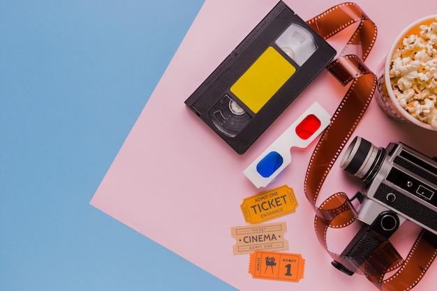 Cassette vidéo avec celluloïd et lunettes 3d Photo gratuit