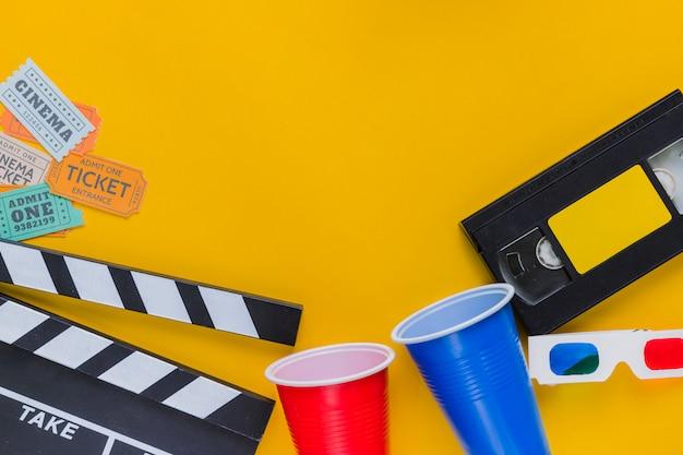 Cassette vidéo avec clap et lunettes 3d Photo gratuit
