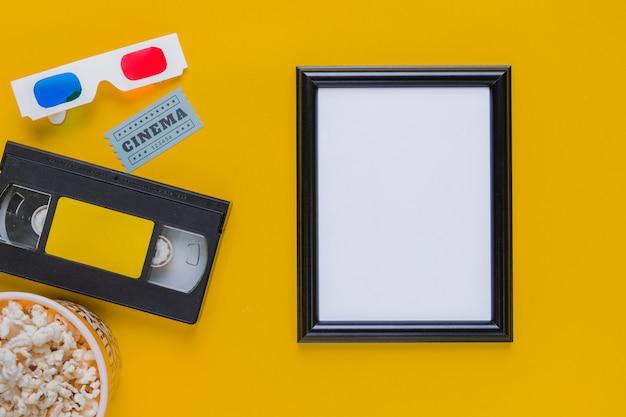 Cassette Vidéo Avec Des Lunettes 3d Et Un Cadre Photo gratuit