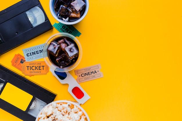 Cassette vidéo avec lunettes 3d et menu cinéma Photo gratuit