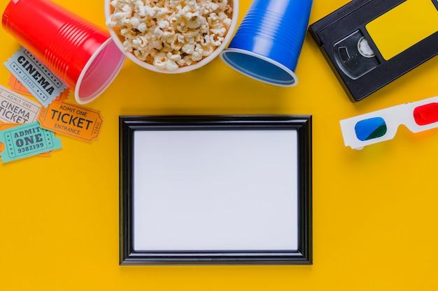 Cassette Vidéo Avec Pop-corn Et Cadre Photo gratuit
