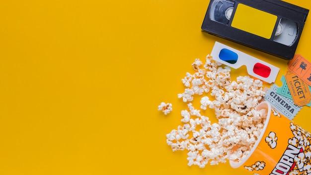 Cassette Vidéo Avec Pop-corn Photo gratuit