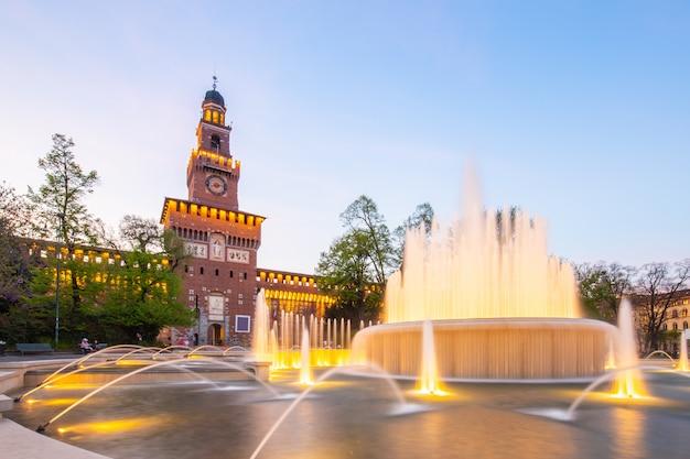 Castello sforzesco, monument à milan, italie Photo Premium