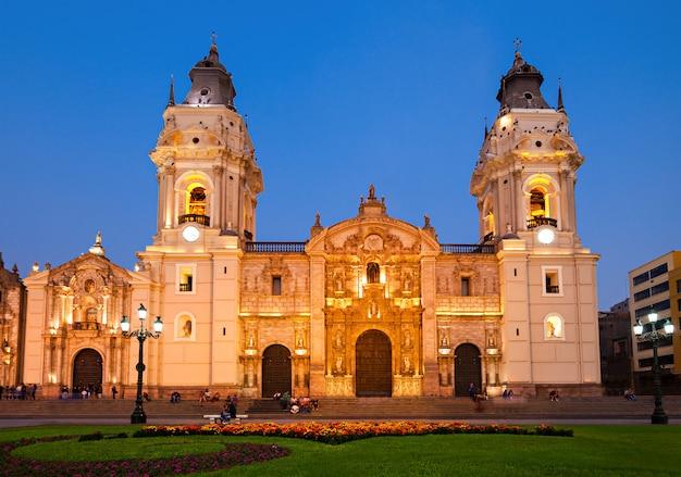 Cathédrale basilique, ville de lima au pérou Photo Premium
