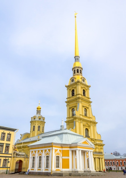 Cathédrale pierre et paul à saint-pétersbourg, en russie. Photo Premium