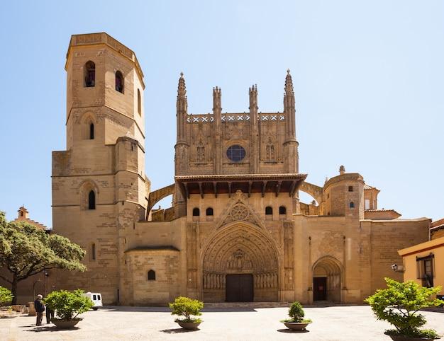 Cathédrale de la transfiguration du seigneur à huesca Photo gratuit