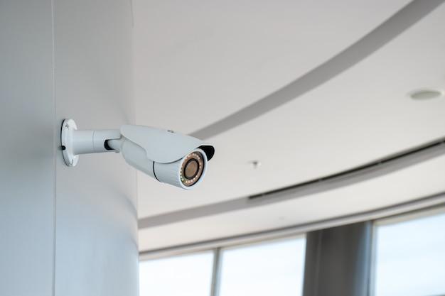 Cctv Installé Dans L'immeuble De Bureaux Photo Premium