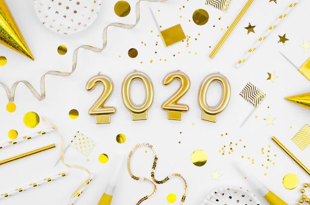 Célébration Du Nouvel An 2020 à Plat Avec Accessoires Photo gratuit
