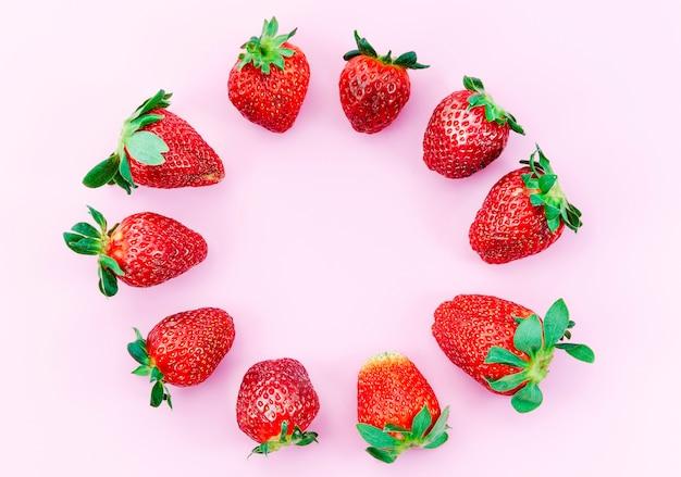 Cercle de fraises mûres Photo gratuit