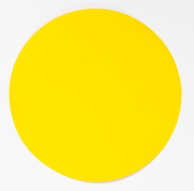 Cercle jaune vue de dessus sur fond blanc Photo gratuit