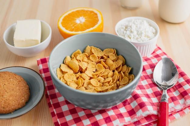 Céréale grand angle à l'orange et au fromage Photo gratuit