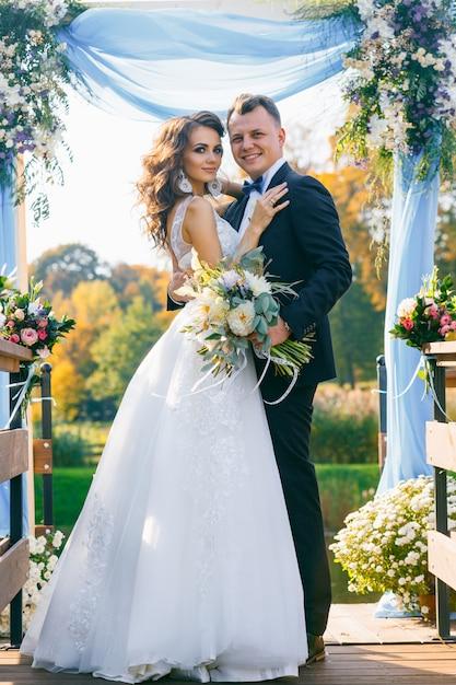 Cérémonie de mariage élégante et créative Photo Premium