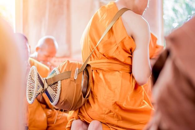La cérémonie d'ordination pour être un moine bouddhiste. Photo Premium
