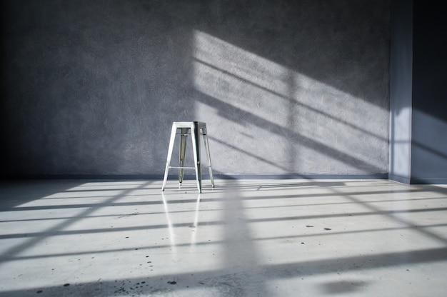 Chaise En Acier à L'intérieur D'un Loft Noir Studio Photo Premium