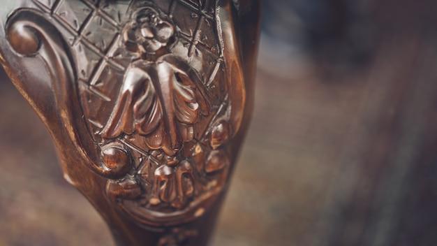 Chaise en bois sculpté Photo Premium