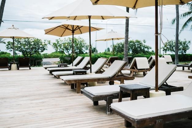 Chaise longue au resort Photo gratuit