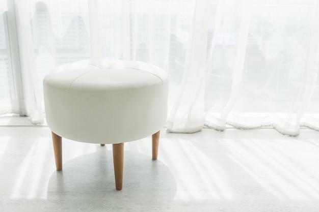 Chaise de selles blanche Photo gratuit