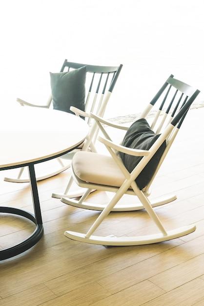 Chaise et table moderne Photo gratuit