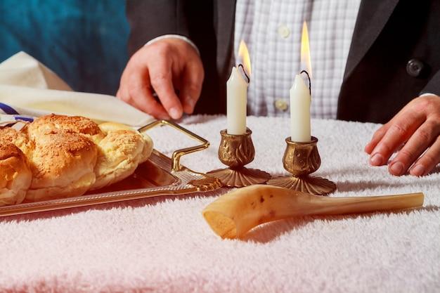 Le challah ou hala est un pain traditionnel juif frais et doux du sabbat. Photo Premium