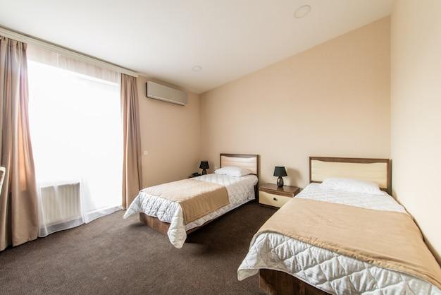 Chambre double dans un hôtel moderne Photo Premium
