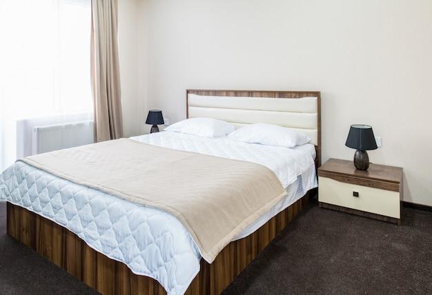 Chambre double à l'hôtel Photo Premium