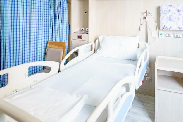 Incroyable Chambre Du0027hôpital Avec Lits Et Médical Confortable équipée Dans Un Hôpital  Moderne Photo Premium