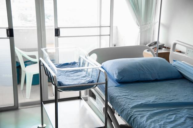 Chambre d'hôpital moderne et confortable équipée Photo Premium