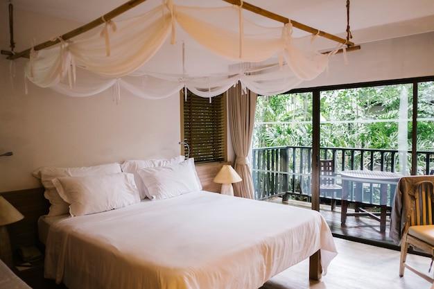 Chambre de luxe et détente à l'hôtel Photo gratuit
