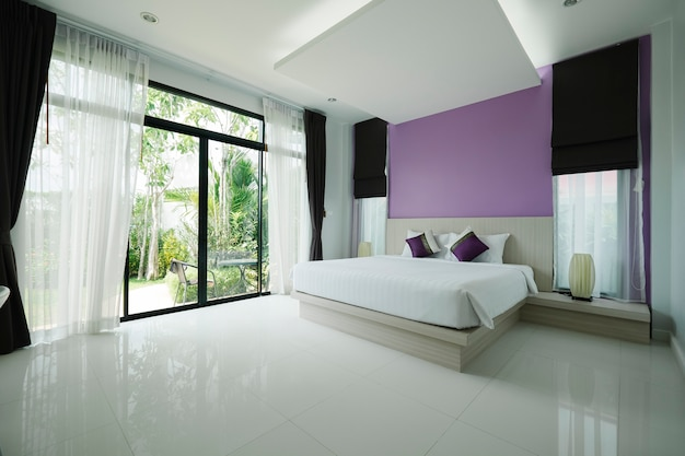 Chambre moderne dans l'hôtel Photo gratuit