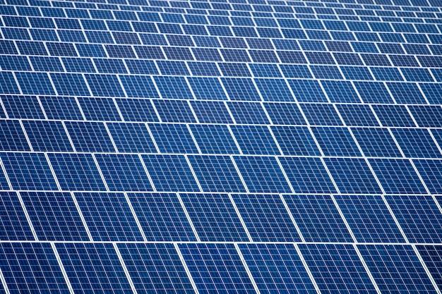 Champ de panneaux solaires Photo Premium
