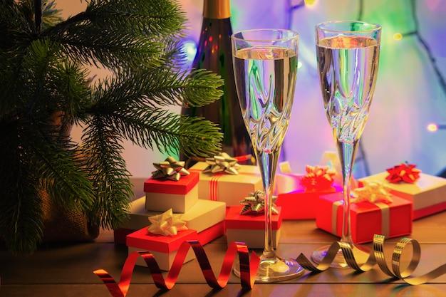 Champagne dans deux beaux verres Photo Premium