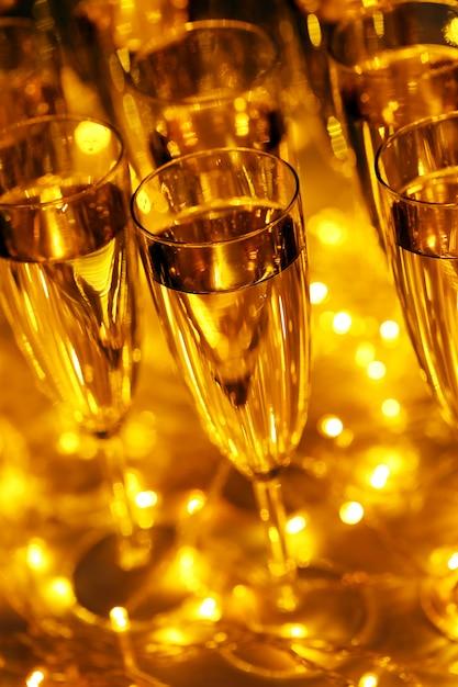 Le Champagne Est Compris Dans Toutes Les Boissons De Fête Photo gratuit