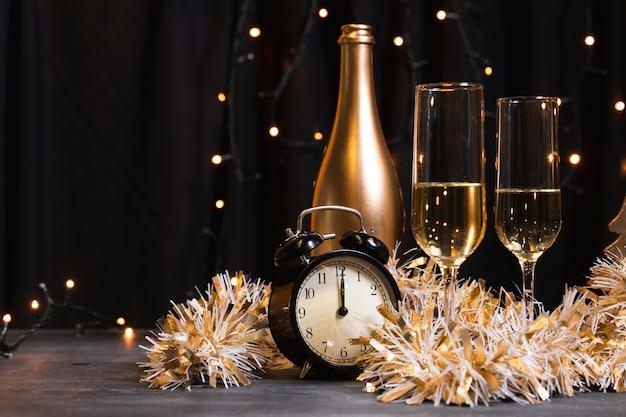 Champagne Vue De Côté Pour La Nuit Du Nouvel An Photo gratuit