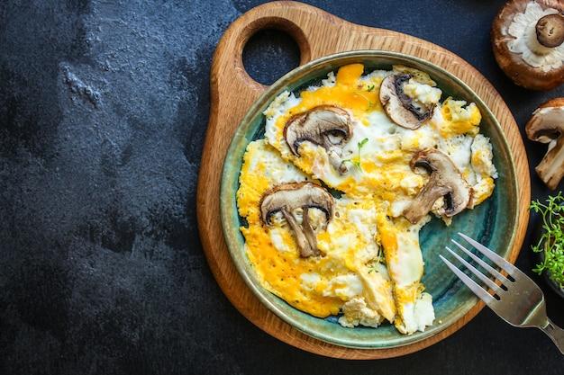 Champignons Omelette Aux œufs Frits Photo Premium