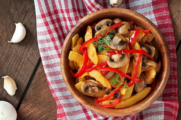 Champignons Sautés à La Citrouille Et Au Poivron Photo Premium