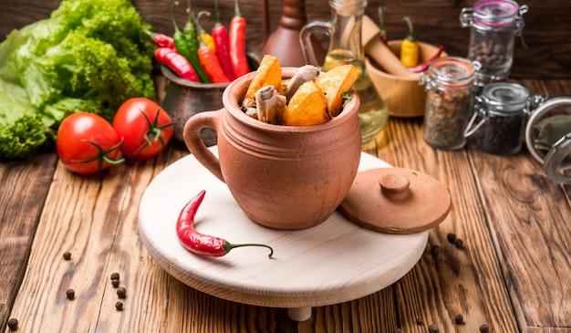 Chanakhi, Cuisine Géorgienne Photo Premium