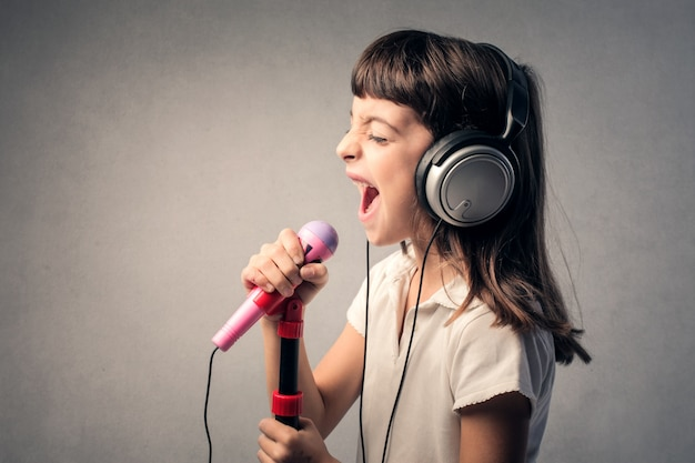 Chanteur enfant Photo Premium