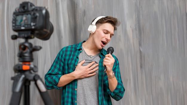 Chanteur Vlogger Photo Premium