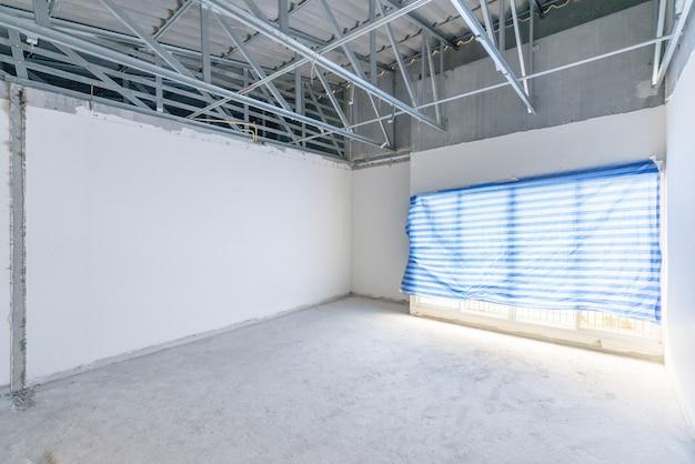 Chantier De Construction D'espace Intérieur Vide, Bâtiment Inachevé Après Le Processus De Démolition. Photo Premium