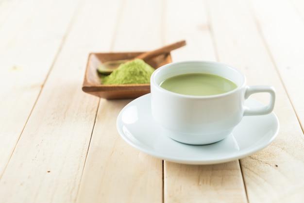 Chaud matcha latte Photo gratuit