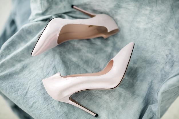 Chaussures et bagues de mariage Photo gratuit