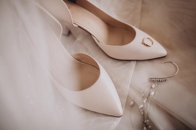 Chaussures Brise Avec Alliances Photo gratuit