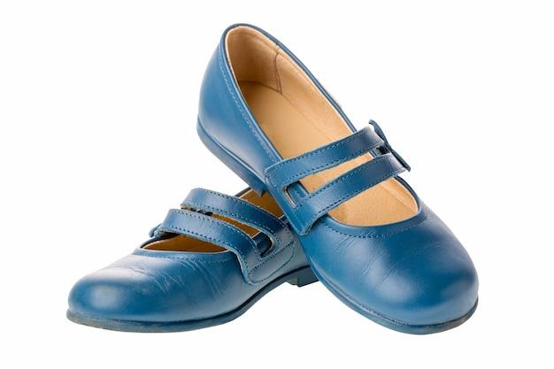 Chaussures en cuir pour enfants bleues pour filles isolées sur fond blanc Photo Premium