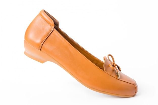 Chaussures en cuir pour femmes isolées sur blanc Photo Premium