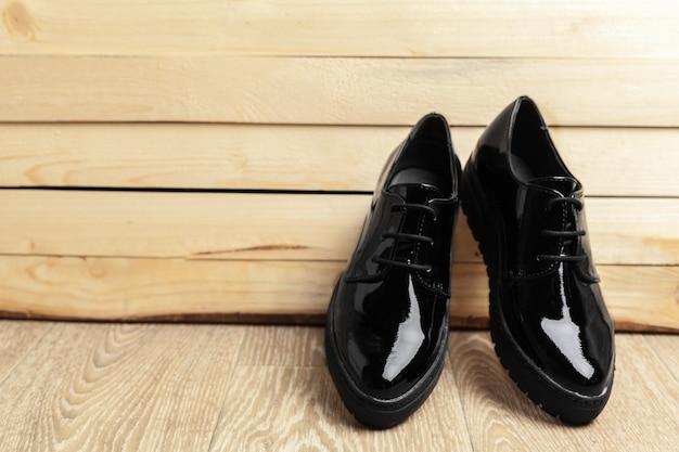 Chaussures Femme Sur Fond De Bois Photo Premium